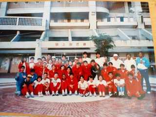 高3インターハイ県予選終了後の集合写真。とても強いチームでした。 僕は最前列左から5番目。めがねに帽子かぶってます。真っ黒です。